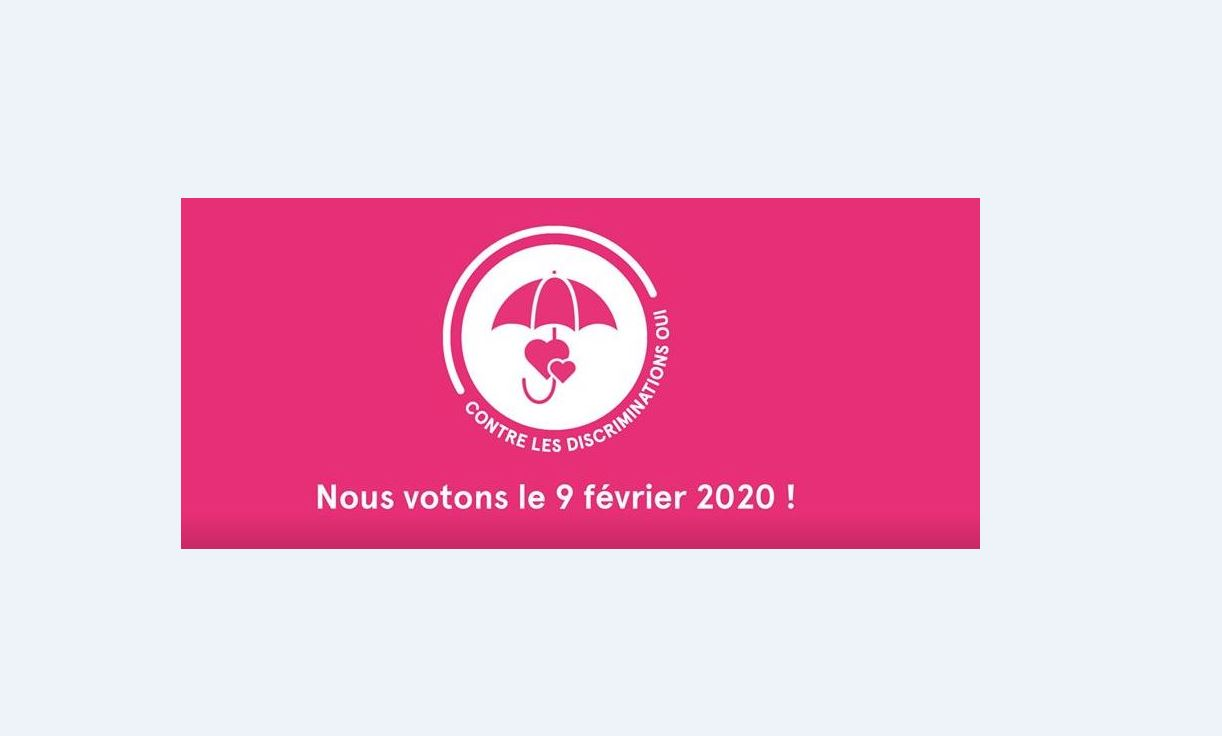 affiche sur le fond rose de la votation sur l'interdiction des discriminations