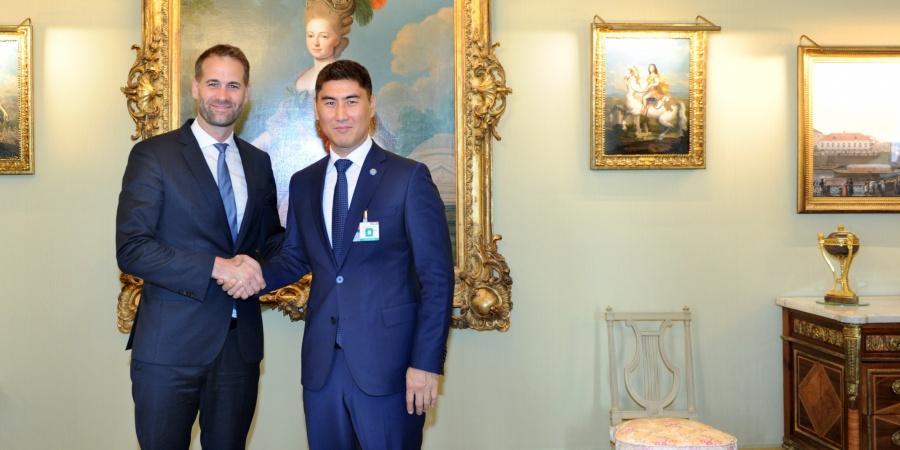 Visite de courtoisie de S.E. Monsieur Chingiz Aidarbekov, Ministre des Affaires étrangères de la République kirghize