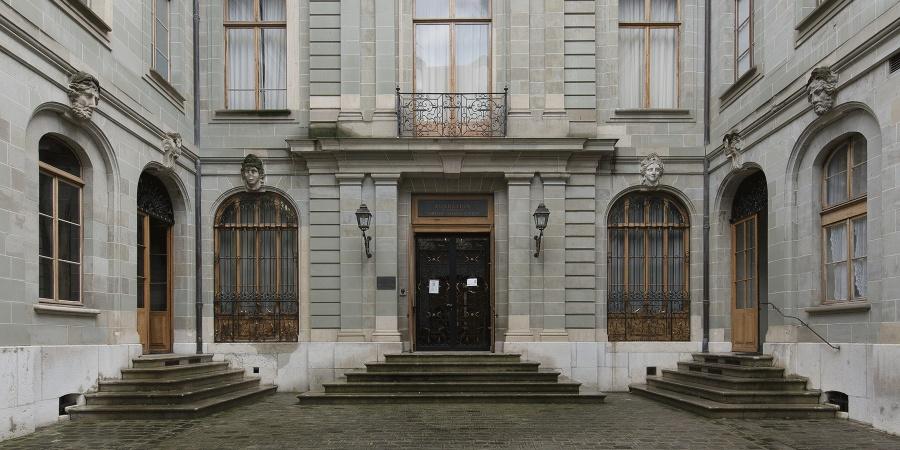 Hôtel Sellon, façade sur cour, vue depuis le portail. Office du patrimoine et des sites, O. Zimmermann