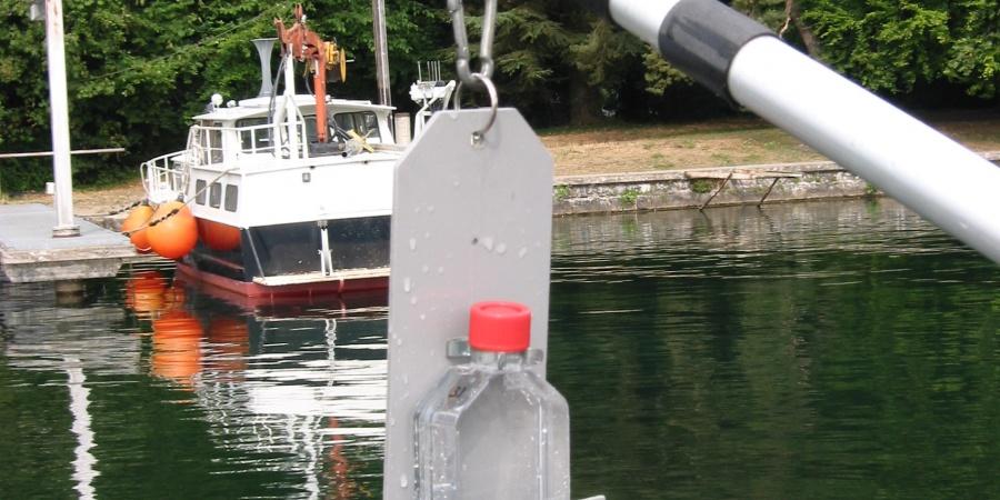 Prise d'échantillon dl'eau du lac