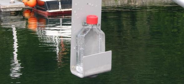 Prise d'èchantillon de l'eau du lac