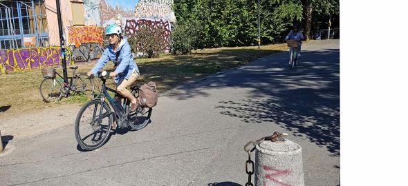 Cycliste en vélo électrique