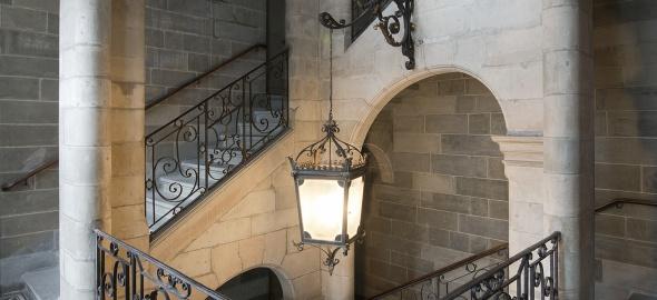 Hôtel Sellon, vue de la cage d'escalier de l'aile gauche sur la cour. Office du patrimoine et des sites, O. Zimmermann