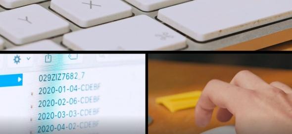 des écrans et un clavier