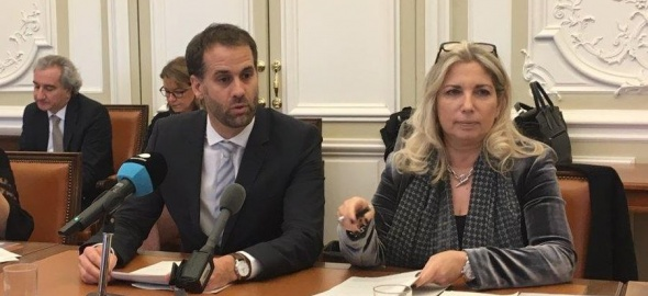 Les conseillers d'Etat Antonio Hodgers et Nathalie Fontanet face à la presse