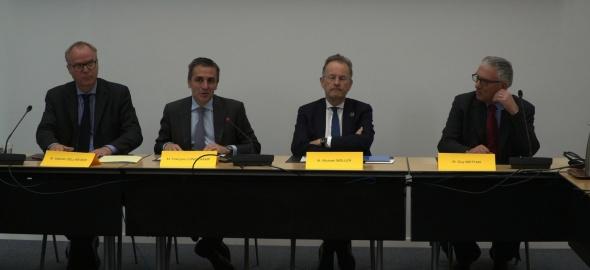 De gauche à droite: Valentin Zellweger (Mission suisse),François Longchamp (Canton Genève), Michael Moller(ONUG),Guy Mettan(CSP)