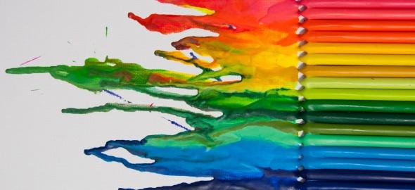 couleurs arc-en-ciel en crayons