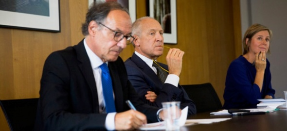 Le Recteur Prof. Yves Flückiger, le Directeur du centre Prof. Henri Peter et la directrice exécutive Laetitia Gill