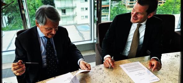 M. Gianluigi Aponte, propriétaire du groupe MSC à genève, et M. Pierre Maudet, conseiller d'Etat chargé de l'économie
