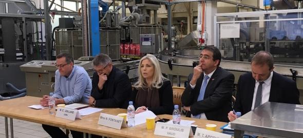 Réunis au sein de l'entreprise genevoise Cafés Trottet, quatre conseillers-ère d'Etat romands ont présenté les enjeux de la réfo