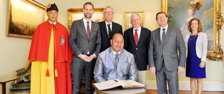 Visite de courtoisie de Sa Majesté TUPOU VI, Roi des Iles Tonga, Commandant en chef des forces armées tongiennes