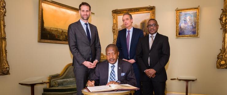 Visite de courtoisie de S.E. Monsieur l'Ambassadeur Penda P. NAANDA, Représentant permanent de la République de Namibie auprès d