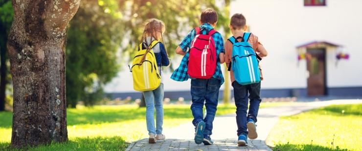 écoliers marchant